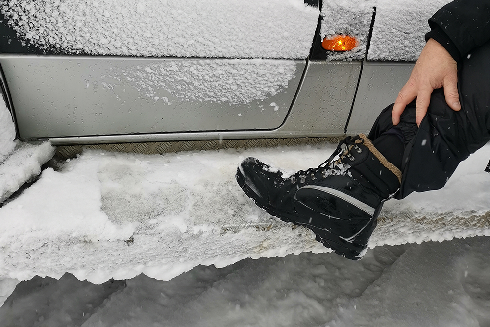 Rock Fall Safety Boots certified to -40°C prepares UK after Icelandic triple storm weather warning expected with up to 80mph gales, torrential rain and hill snow